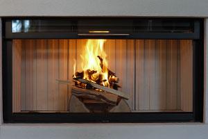 Die Klassische Variante Ist Und Bleibt Das Holzfeuer. Es Vereint Das Gefühl  Von Wohliger Wärme Mit Der Verbundenheit Zur Natur. Das Knistern Und Der  Geruch ...